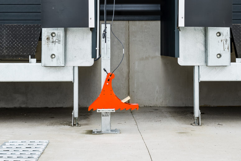 POWERCHOCK 3 truck restraint in resting position on warehouse wall