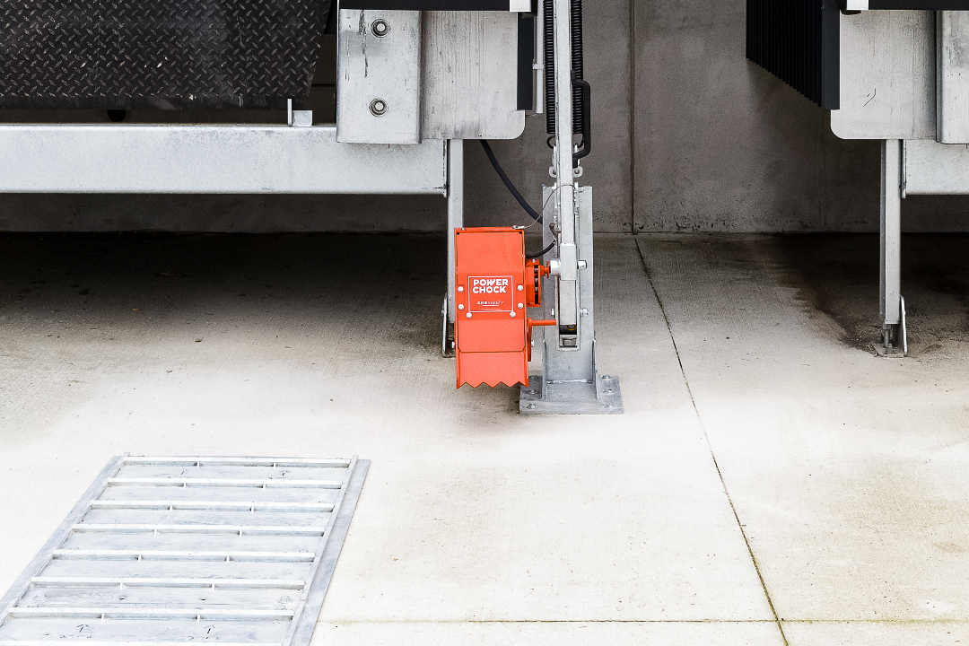 POWERCHOCK 7 truck restraint in resting position on warehouse wall