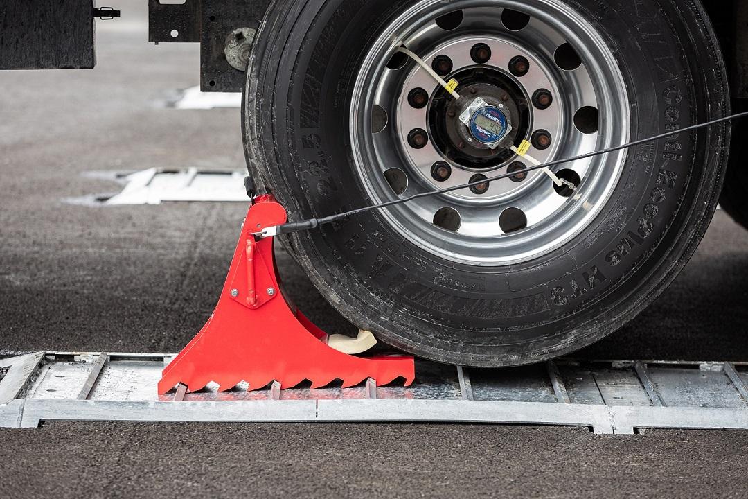 Systeme portable POWERCHOCK 3 bloquant la roue camion
