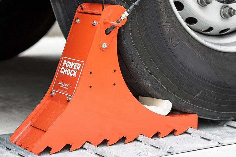 Zoom on POWERCHOCK 3 wheel chock base and groundplate